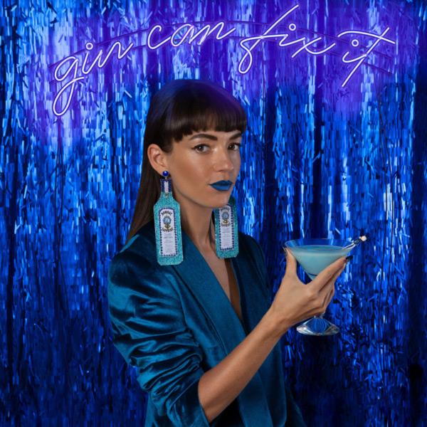 Jessica Walsh en anuncio de Bombay Sapphire